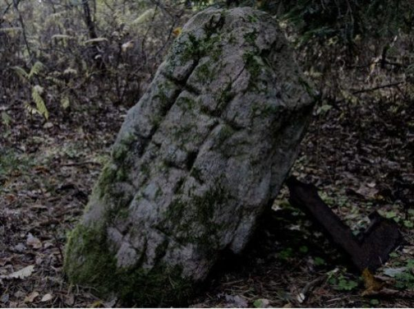 Abavmuiza Cross Stone, Zlēku Pagasts