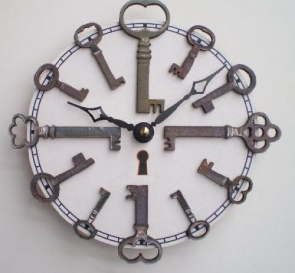 Old Keys Transformed Into a Clock