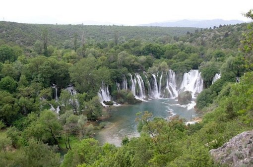 Kravice Waterfalls, Studenci