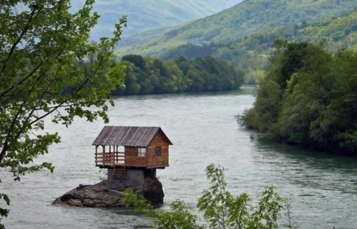 Drina River House, Вишесава