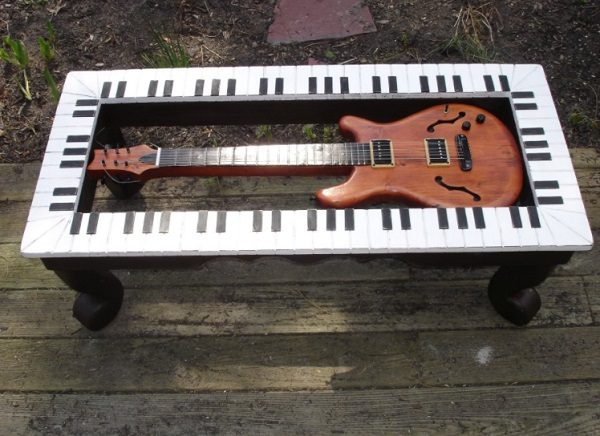 Old Guitar Turned Into a Coffee Table
