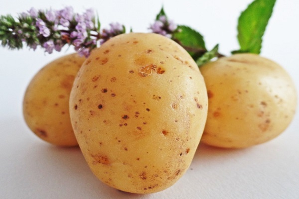 Potato juice is another way to clear dark underarms.