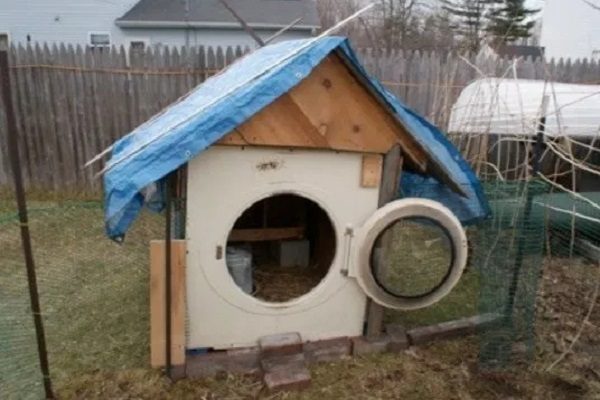 A Chicken Coop Made From a Washing Machine