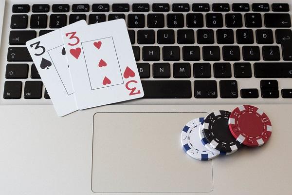 Great Reasons Why People Play Pokies Online