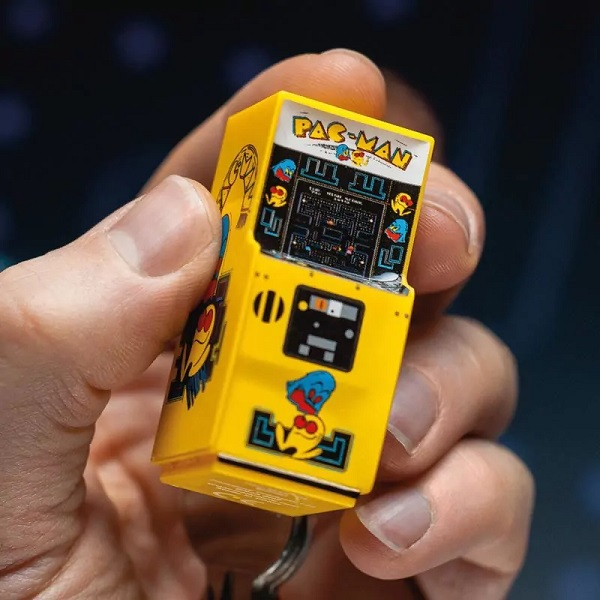 Pac-Man Arcade Machine Keyring