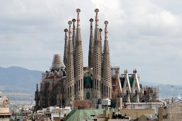 The Worlds Most Iconic Structures - Sagrada Familia