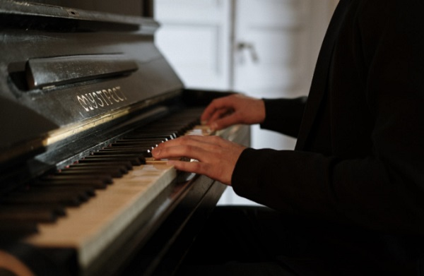 10 Beginner Tips for Playing the Piano