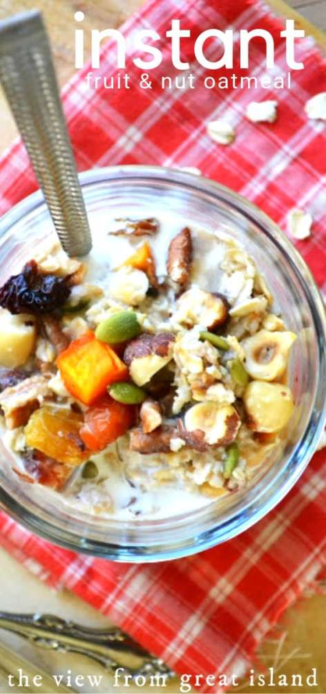 DIY Instant Fruit and Nut Oatmeal is vegan, gluten free, and an absolute pleasure to wake up to! Get your morning off to a great start with this quick and easy breakfast bowl. #mealprep #cereal #oats #oatmeal #instant #homemade #scratch #kids #healthy #breakfast #meusli #glutenfree #vegan