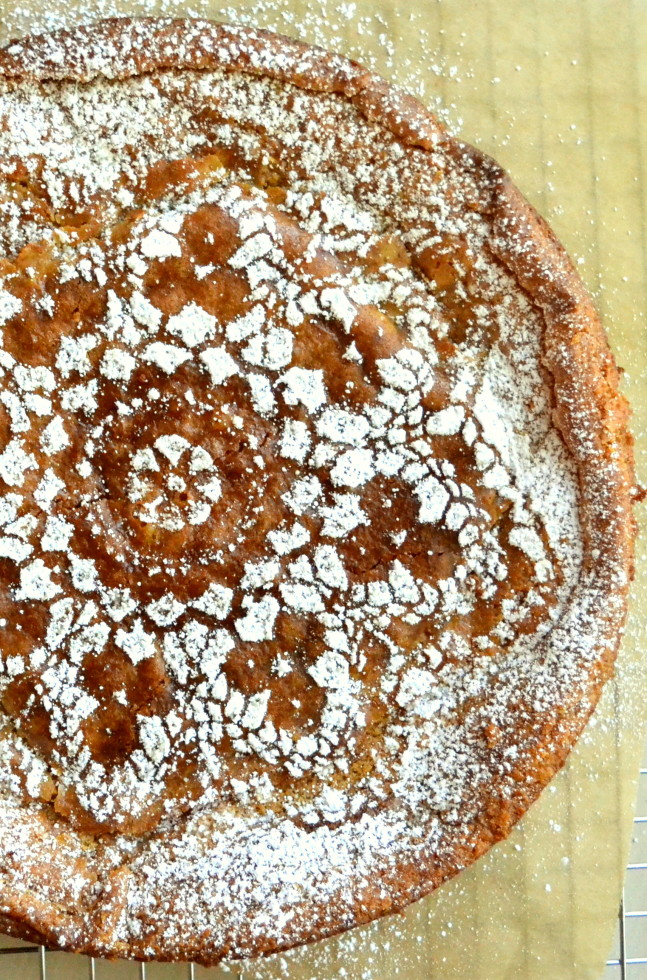 How to Make Lace Designs on Cakes and Pies