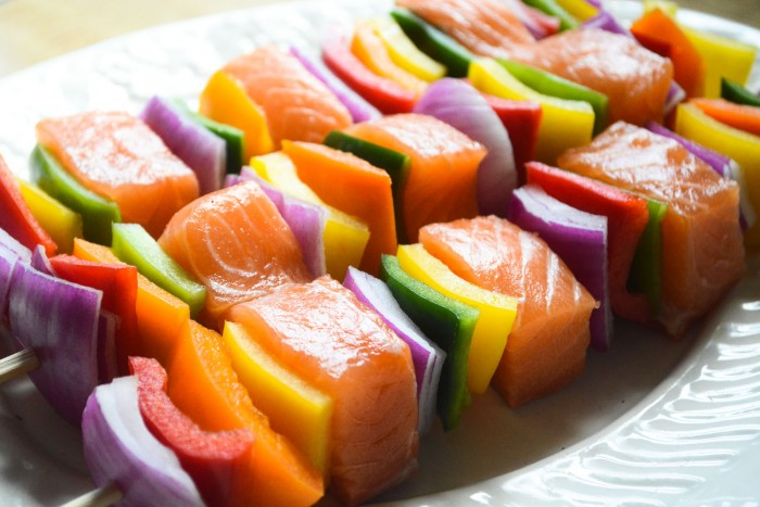healthy low fat, low carb salmon skewers
