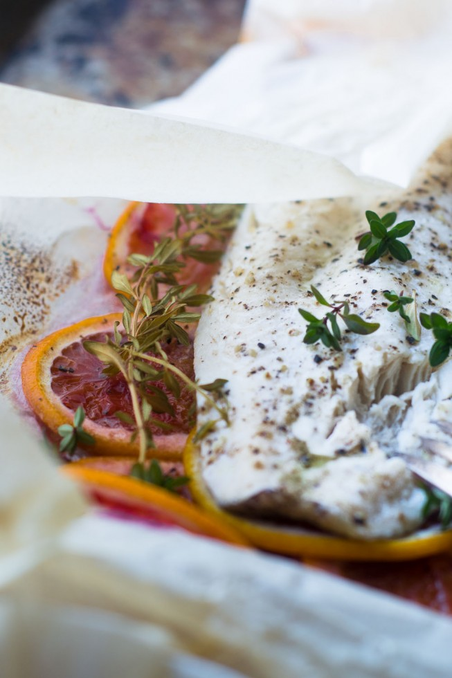 Fish with blood oranges and thyme in parchment paper packets