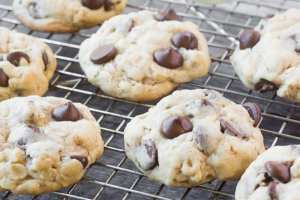 Soft Batch Oatmeal Chocolate Chip Cookies are the BEST cookies ever! * theviewfromgreatisland.com