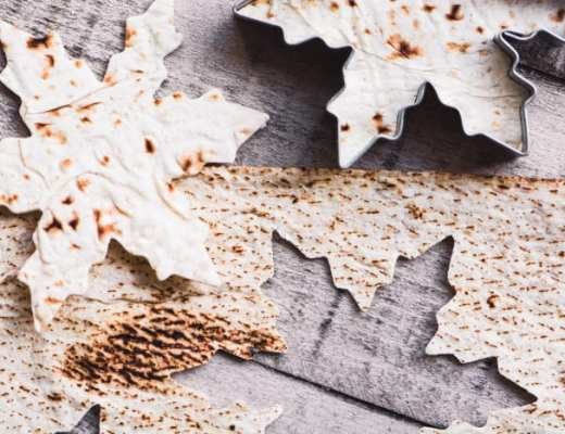 Festive and healthy Snowflake Pita Chips for all your holiday appetizers! ~ theviewfromgreatisland.com