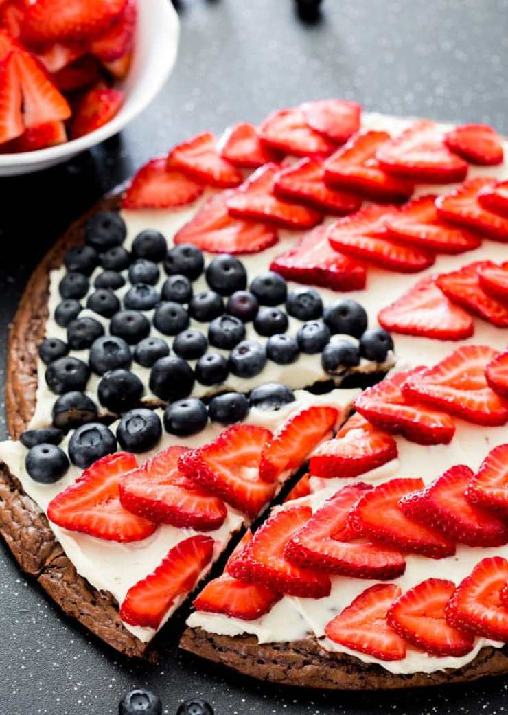 RED WHITE AND BLUE RECIPES YOU ACTUALLY WANT TO EAT! Red White and Blue Brownie Pizza