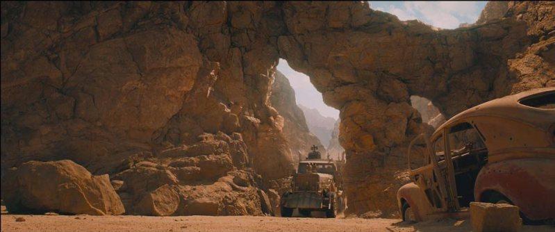 mad-max-fury-road-stunt