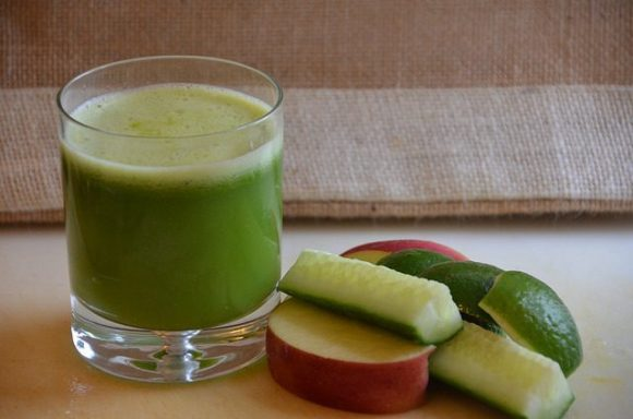 Apple, cucumber and lime juice. What a yummy way to cleanse your system! Image source - Rob Bertholf