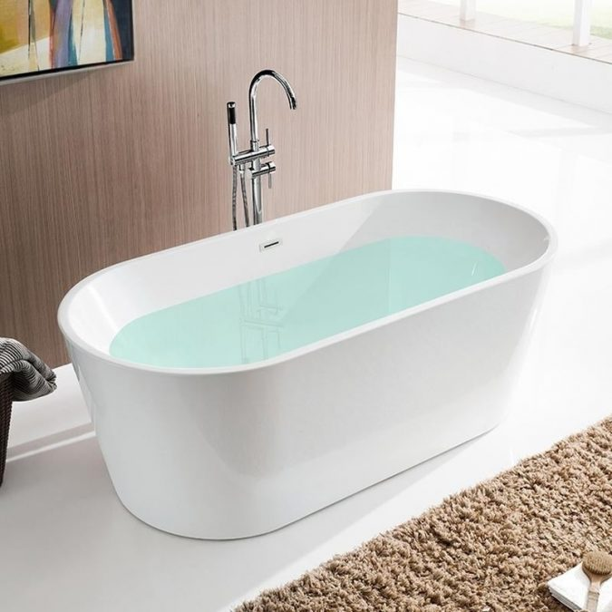 soaking bathtub