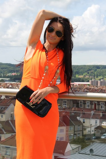Orange one shoulder famine slim fitting dress