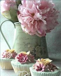 La estética del Shabby Chic está muy presente, en locales de los característicos Cup Cakes, bodas y fiestas temáticas.