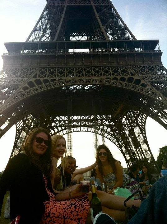 Eating under the eiffel tower paris