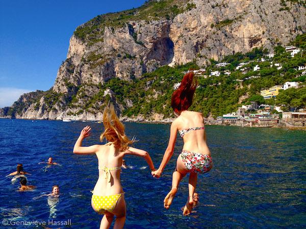 Sailing around Capri Contiki