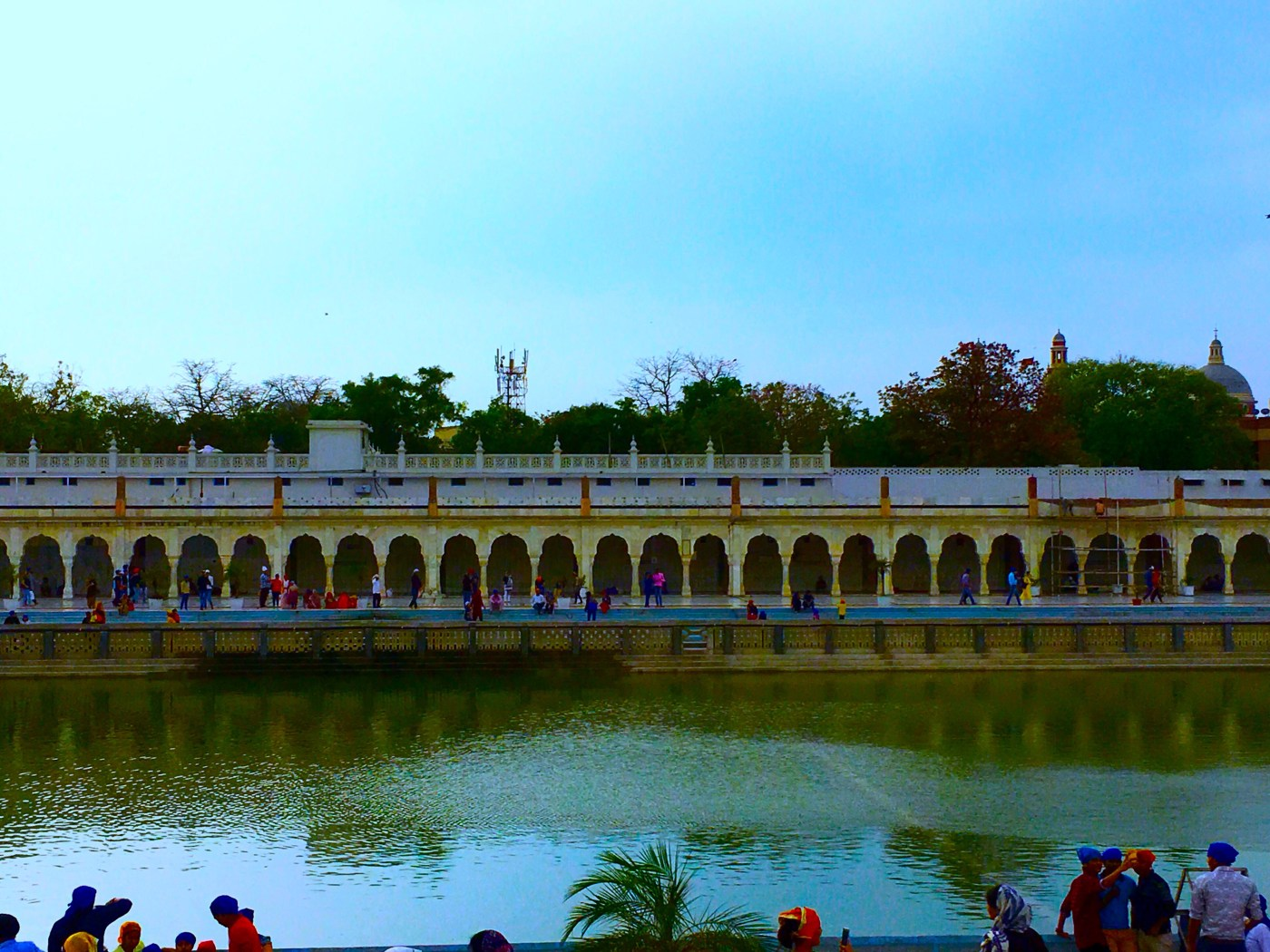 Lake at the Gurudwara Bangla Sahib, Delhi, India || Places to see in Delhi, India || Things to do in Delhi, India || Travelling || Travel
