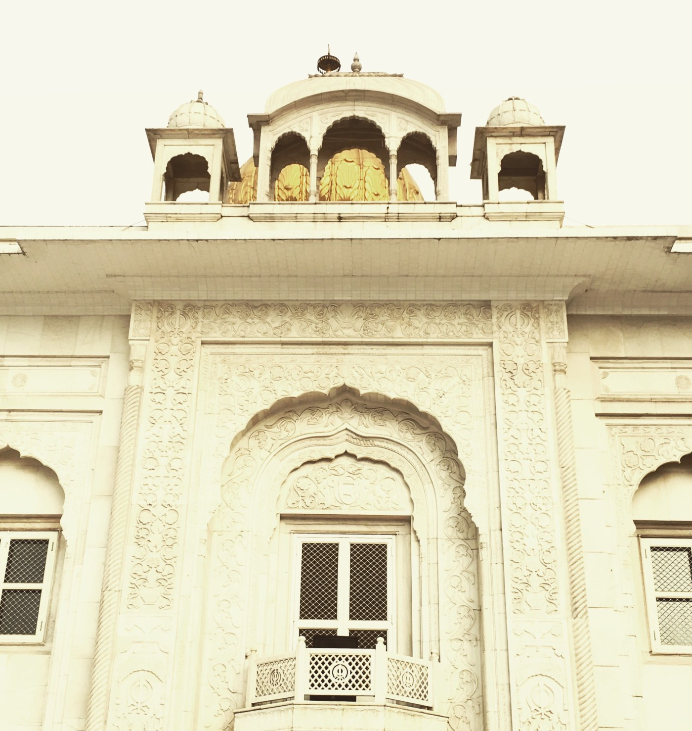 Exteriors of the Gurudwara Bangla Sahib, Delhi, India || Places to see in Delhi, India || Things to do in Delhi, India || Travelling || Travel