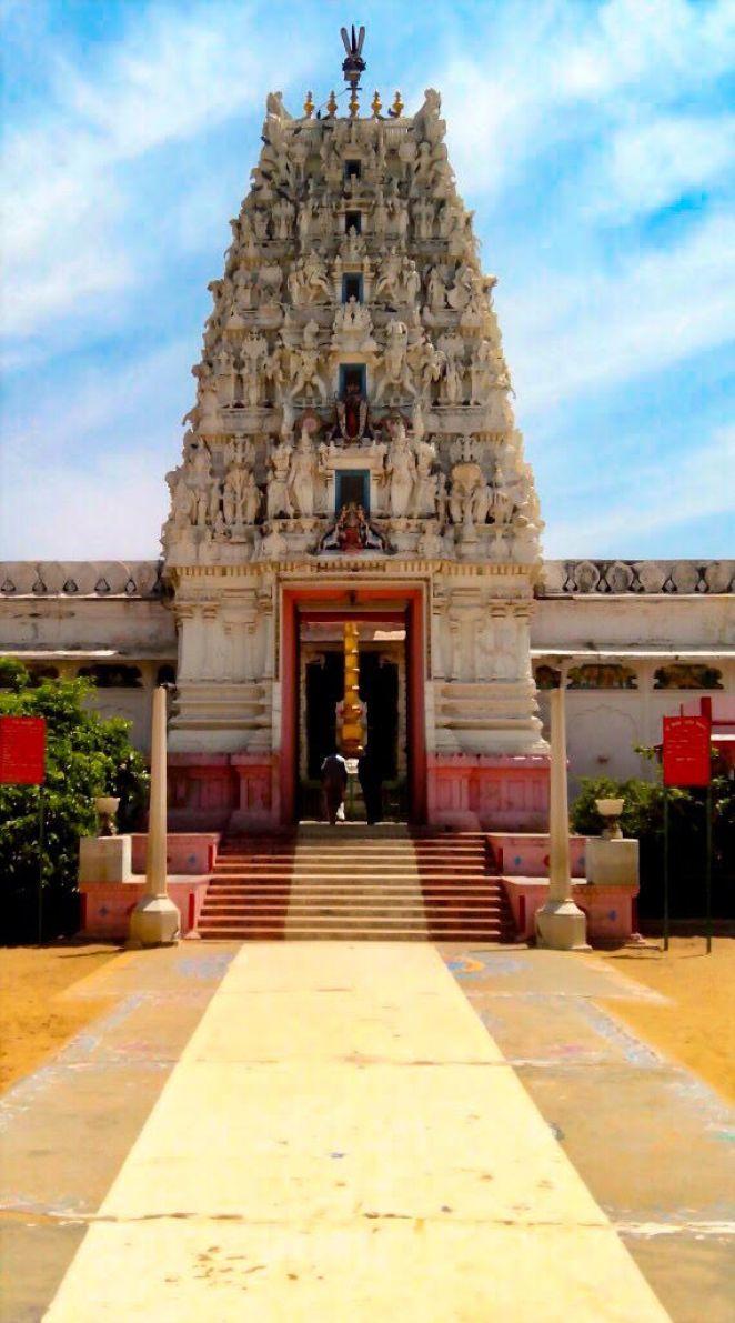 things to do in Pushkar | old-rangji-temple-pushkar-closeup