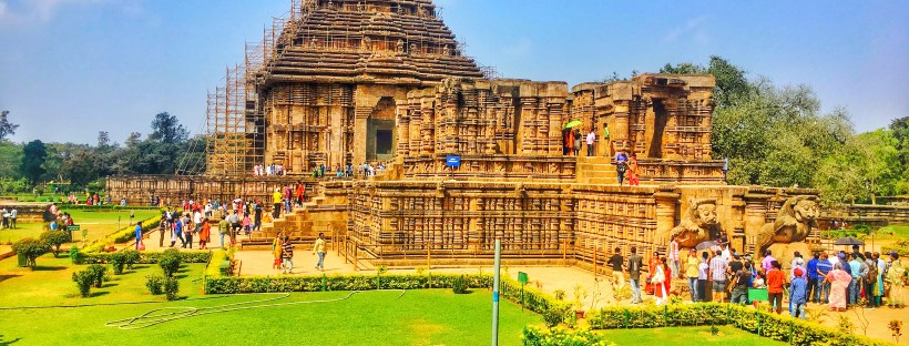 The entire Konark Sun Temple with gardens