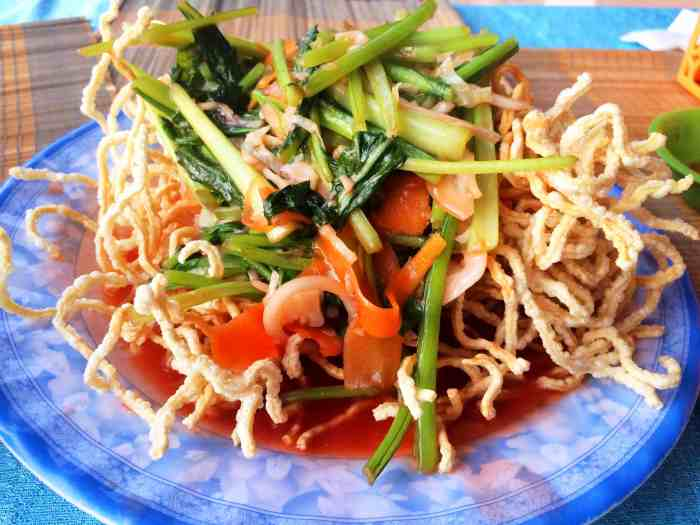 vegetarian in South East Asia Fried Noodles Vietnam