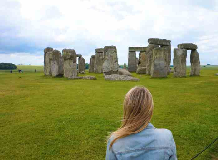 Day trip to Stonehenge and Bath from London