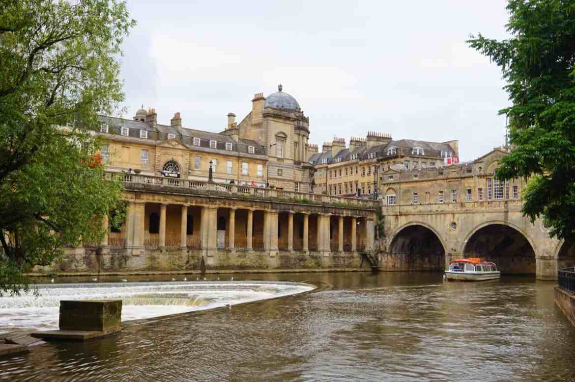 Bath river and old buildings | Bath Day trip from London by train