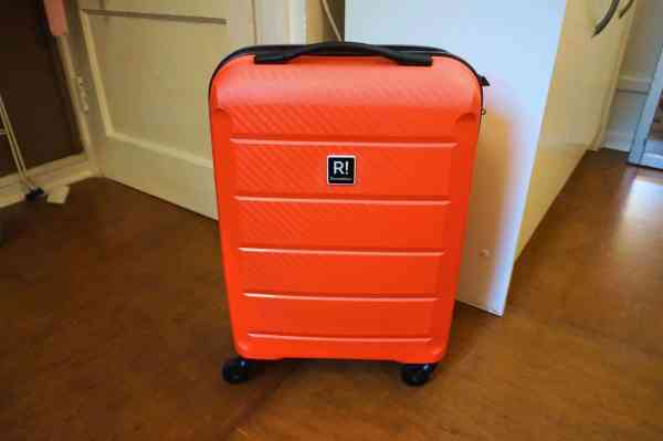 pack for summer city break hand luggage only