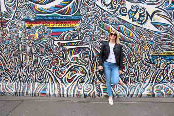 first time in Berlin, berlin guide east side gallery girl