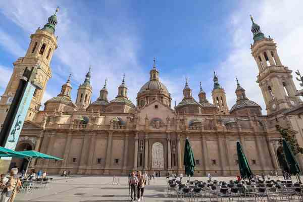 guide to Zaragoza spain basilica del pilar