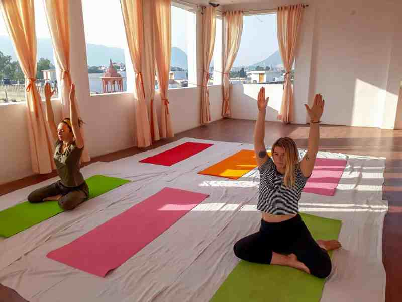 ellie quinn in yoga class in India