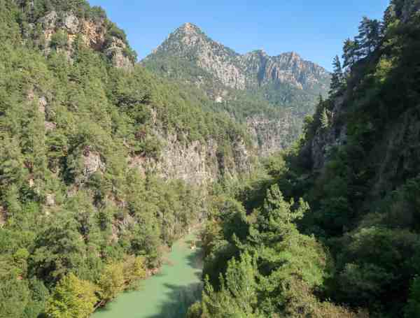 explore lebanon tours day trip hiking to Chouwen