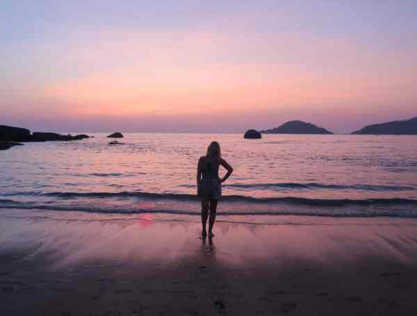 Palolem Beach Pink Sunset | Palolem Beach Guide