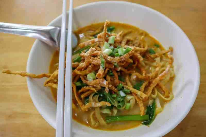 khan soi thai food | backpacking checklist