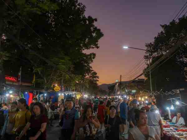 things to do in Chiang Mai sunday night market