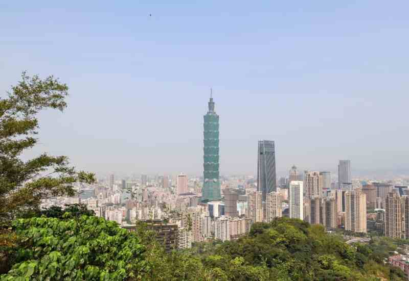 best places to visit in Taiwan, taipei city and taipei 101 in distance