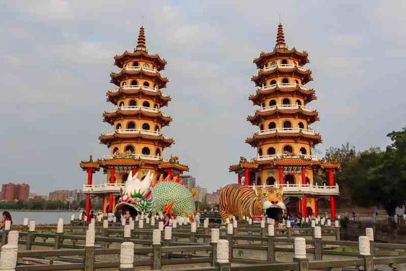 Kaohsiung itinerary, Dragon and Tiger Pagoda