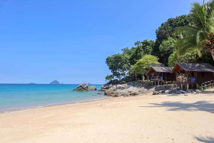 Perhentian island blue sky weather| best places to travel in Asia in July and August