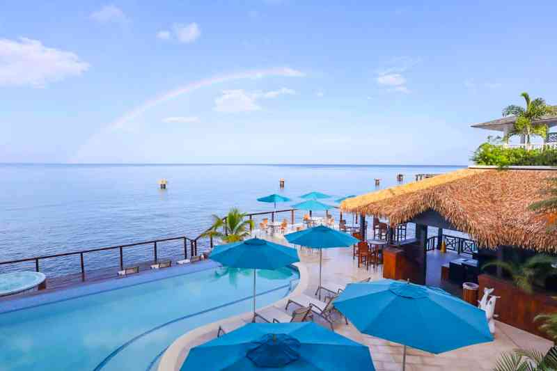 Dominica travel guide, Fort Young Hotel Roseau Dominica Swimming pool and ocean view with rainbow