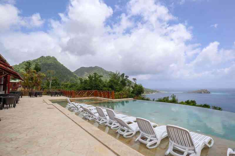 Dominica travel guide, Jungle Bay Dominica infinity Pool and ocean