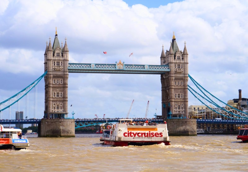 boat cruise on river thames | things to do in london in winter