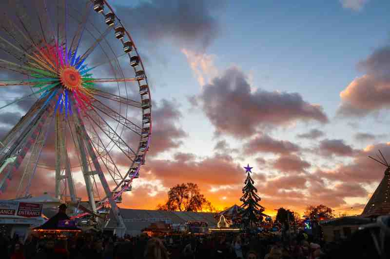 winter wonderland sunset and wheel in hype park | things to do in london in winter