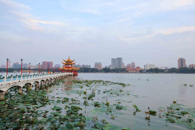 Lotus Lake and Lotus Pond Kaohsiung how to visit