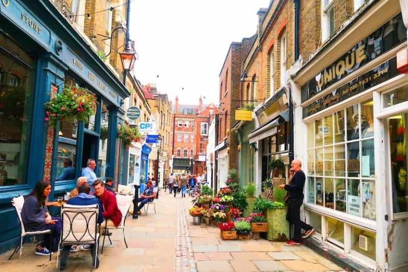 Restaurants in Hampstead, Flask Walk