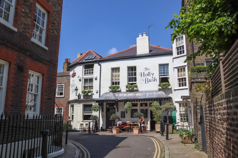 things to do in winter in London, Hampstead Pub